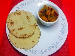 Sooji Ki Roti with Gobi Ka Salan