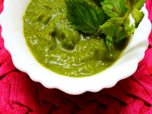 Dhaniya Pudina chutney or Mint and Coriander sauce