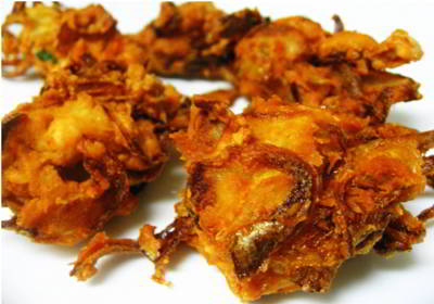 Crispy and tasty Pyaz ka Pakora ( Onion Pakora )