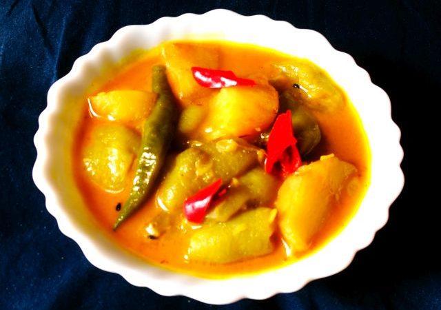 Aloo Turai or Aloo Jhinge with Jeera curry | Potato-Ridge Gourd with cumin curry